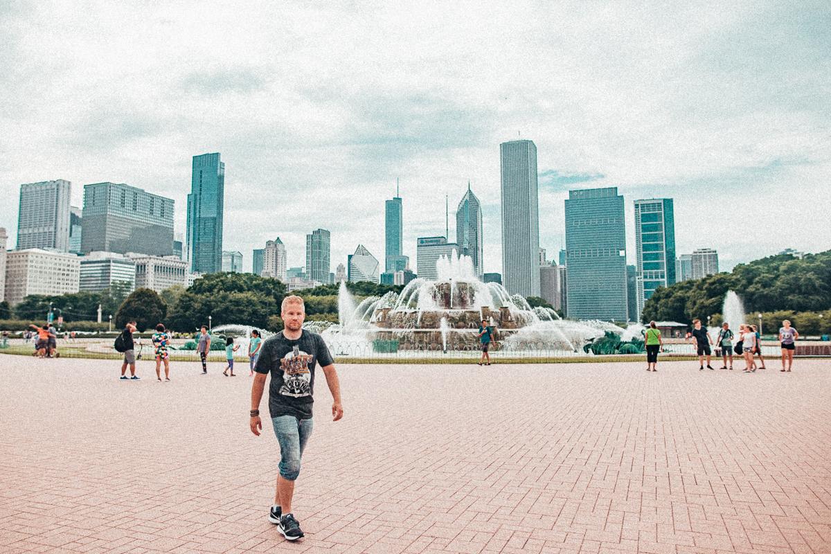 Buckingham Fountain med Chicagos skyline i bakgrunden.