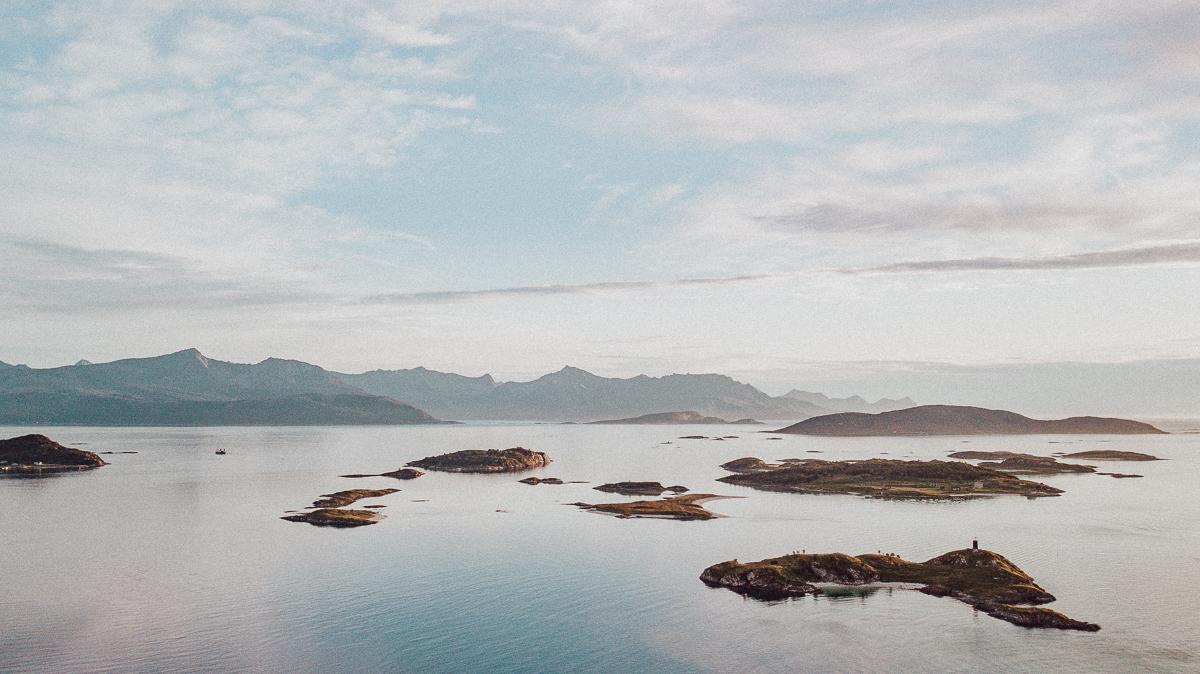Vackra Sommaroy i norra Norge