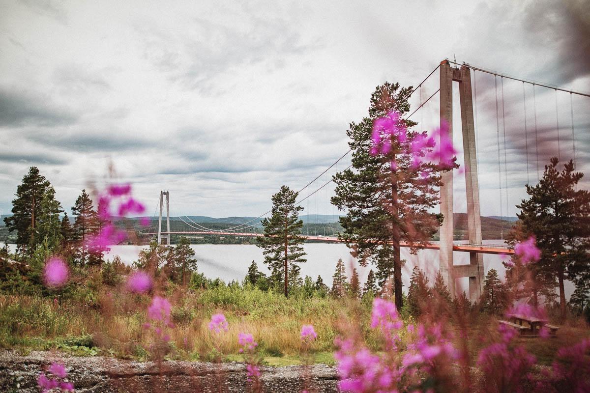 Höga Kusten bron ligger i Norrland, men framför allt i Ångermanland. Och visst berättar det så mycket mer när jag skriver Ångermanland än bara Norrland?