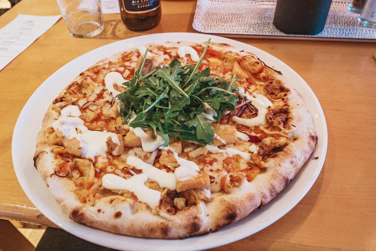 Pizzakväll på Marsfjäll Mountain Lodge i Saxnäs längs Vildmarksvägen